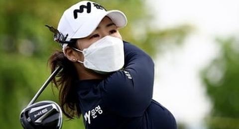 Inicio, entre mascarillas y guantes, del golf profesional en Asia