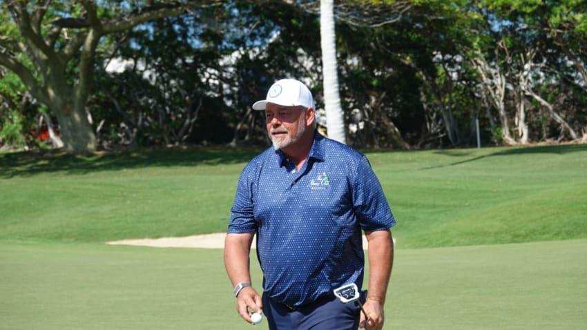 Darren Clarke y Jerry Kelly comparten liderato en Hawái